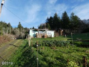 541 N Bayview Ct, Waldport, OR 97394 - Private Driveway and Vegetable Garden