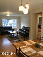 47 SW Brook St, Newport, OR 97365 - Living Room