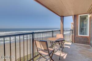 325 Lancer St, 48, Gleneden Beach, OR 97388 - Miles of sandy beach!