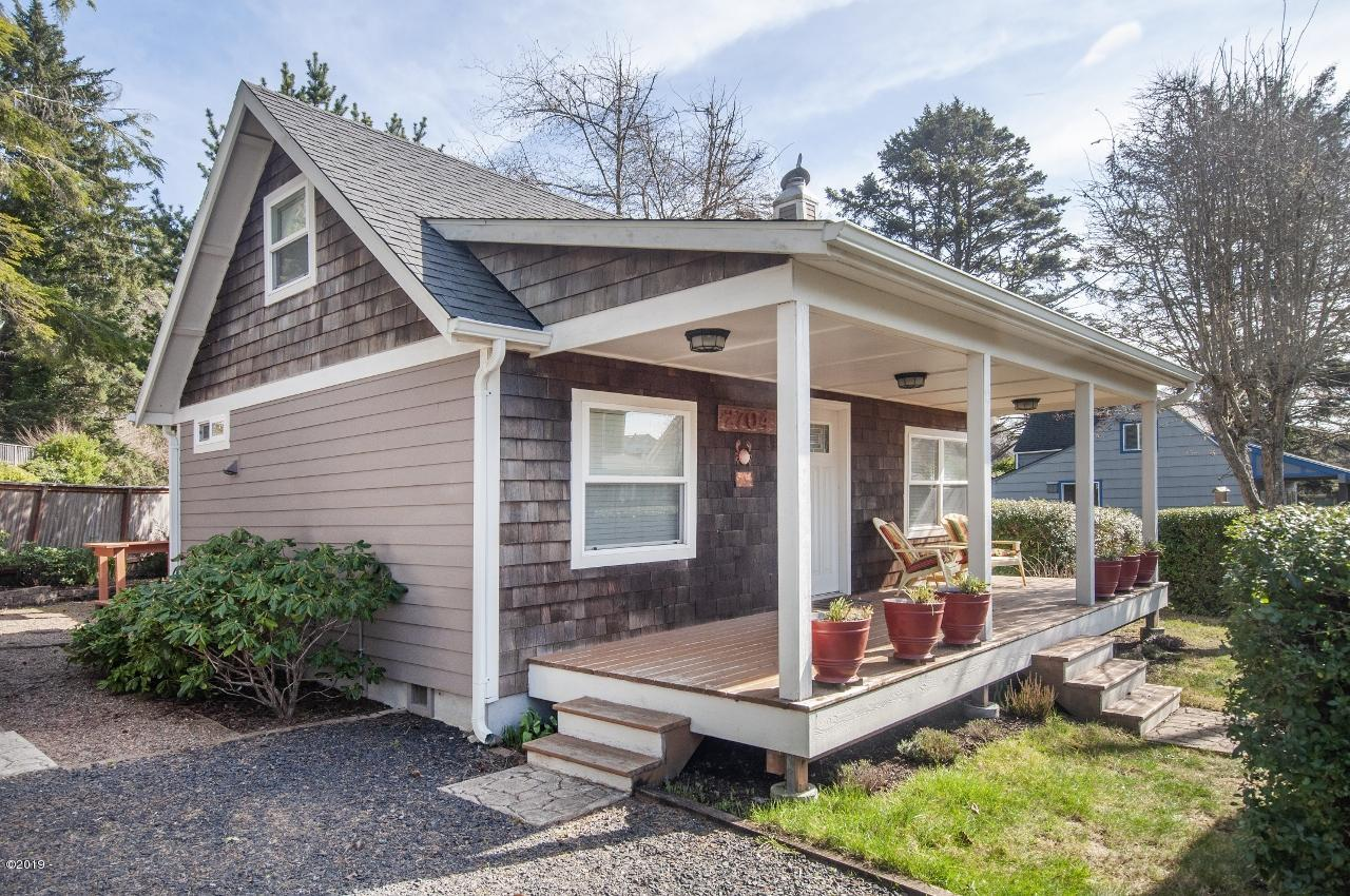 2704 Sw Beach Ave, Lincoln City, OR 97367 - Front