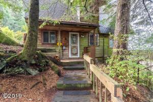 5616 NE Stevens Rd, Otis, OR 97368 - Cabin in the woods