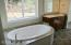 2943 NE 61st Place, Lincoln City, OR 97367 - Master Bath