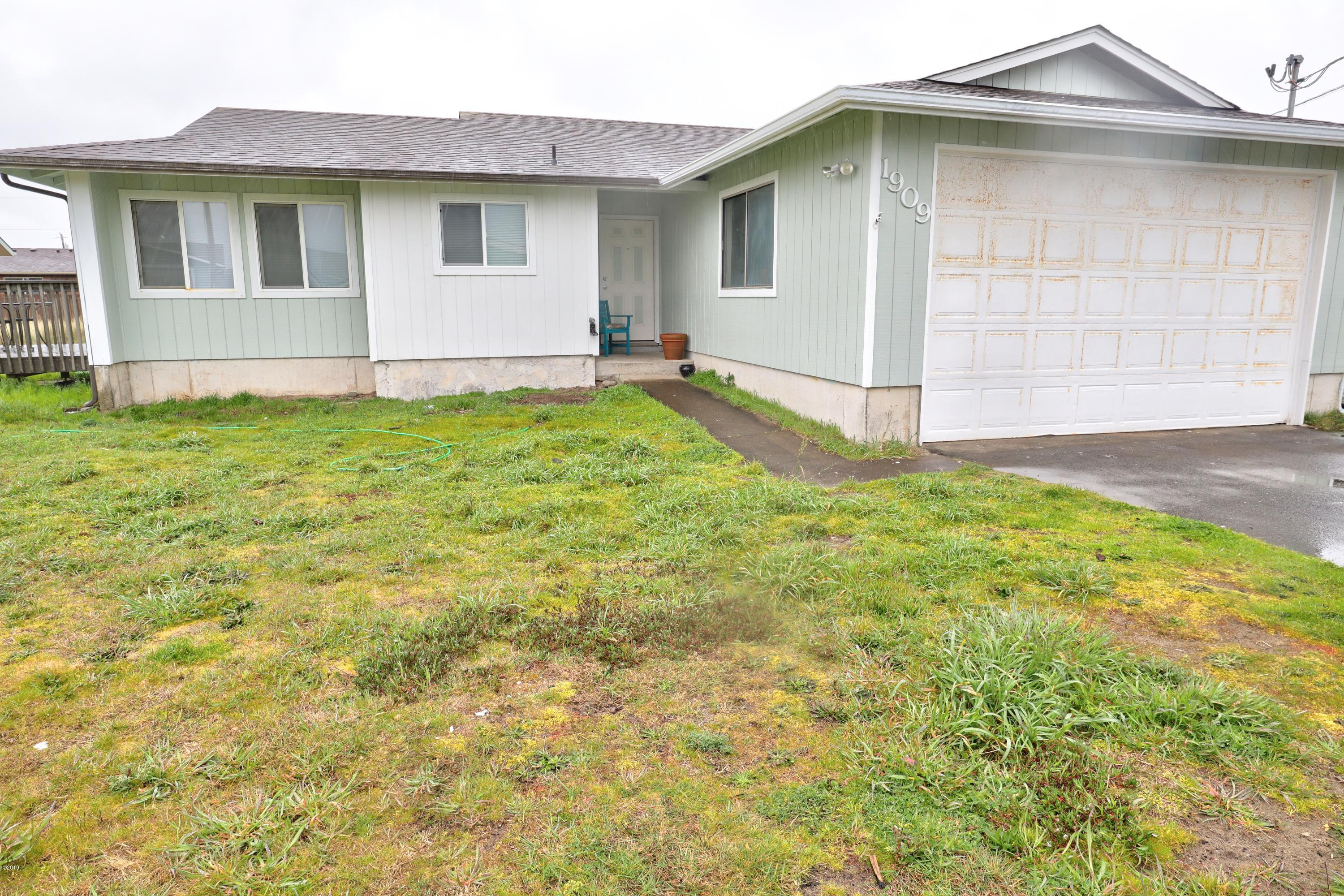 1909 NW Marineview Dr, Waldport, OR 97394 - Front of House