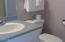 39 NE Combs Ave, Depoe Bay, OR 97341 - Upstairs bath
