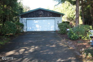 40 Beaver Ct, Lincoln City, OR 97367 - From street