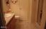 40 Beaver Ct, Lincoln City, OR 97367 - Master bath