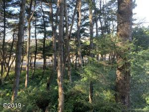 1617 NW Bayshore Dr, Waldport, OR 97394 - 1