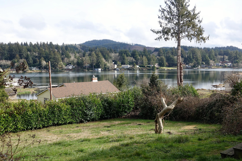4820 NE H Ave, Neotsu, OR 97364 - Beautiful lake views!