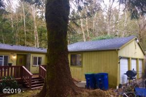 881 N Sundown Dr, Otis, OR 97368 - Spacious Living in the Country