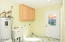 718 NE Eads St, Newport, OR 97365 - Laundry room
