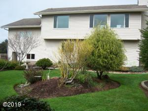 122 NE 56th St, Newport, OR 97365 - Front