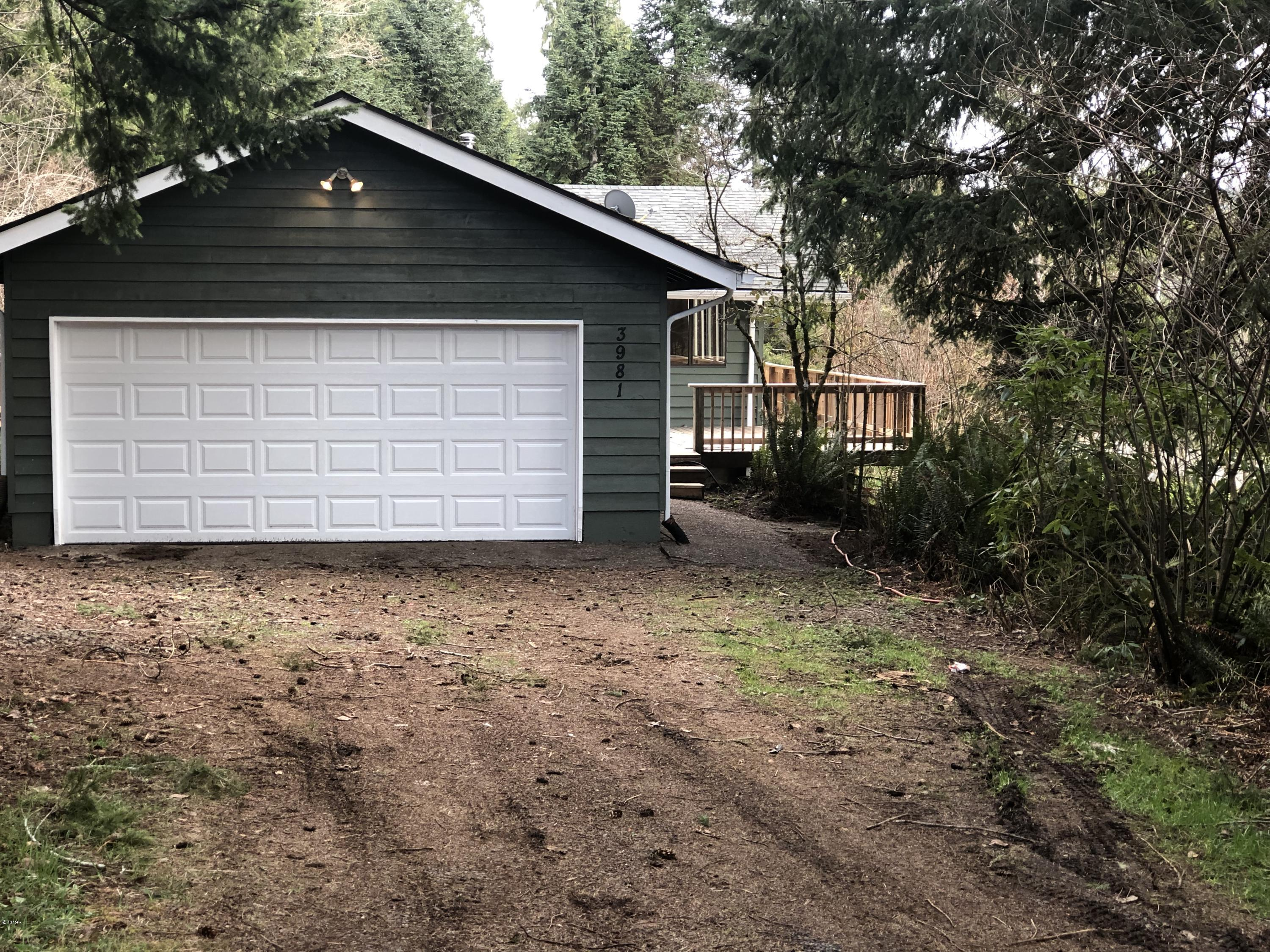 3981 Logsden Rd, Siletz, OR 97380 - front of home