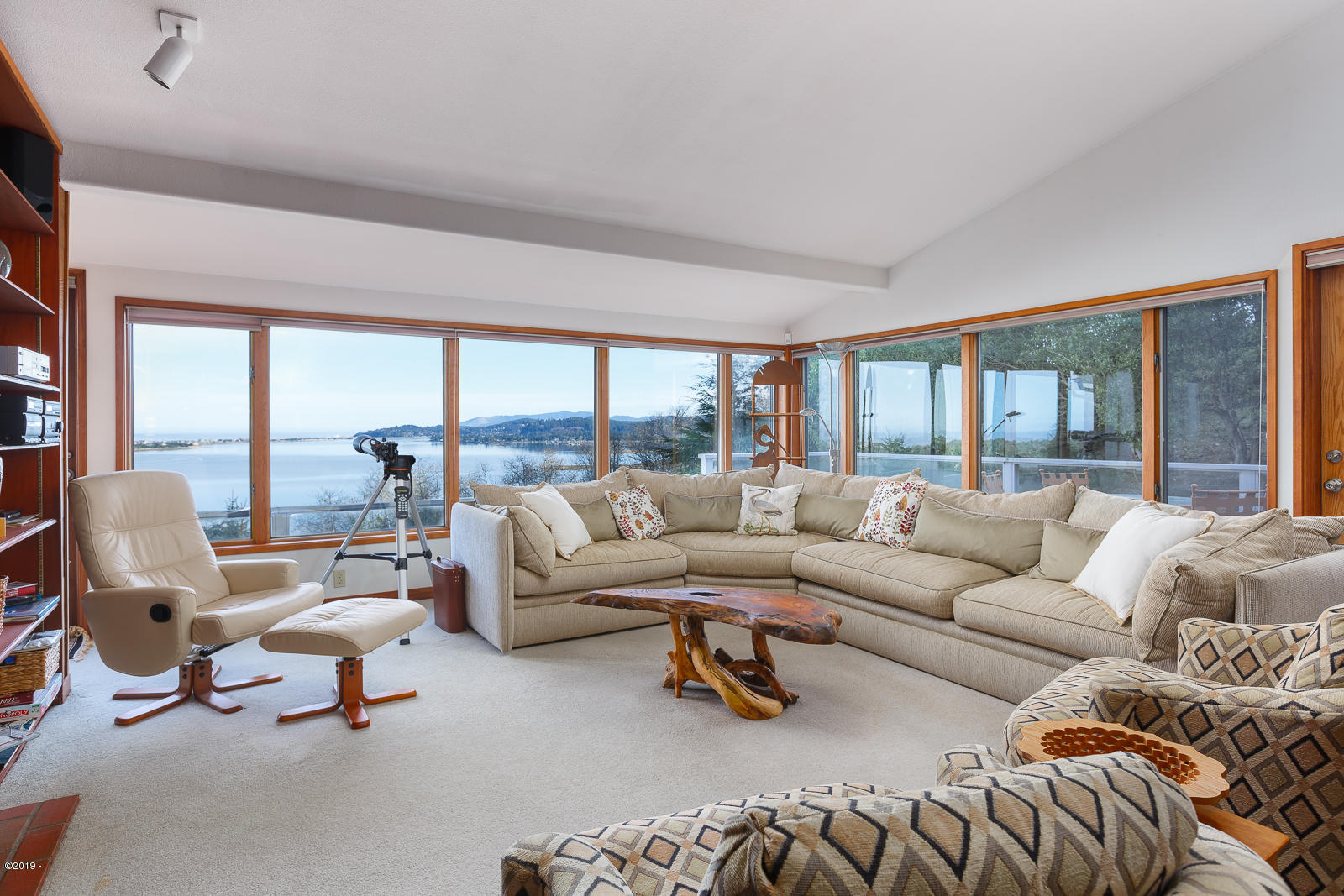 11 Bluffs Dr, Gleneden Beach, OR 97388 - Spacious Living Room with View