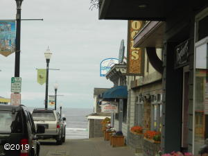 Ocean view commercial in the heart of Nye Beach