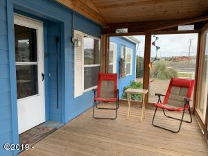 1214 NW Pacific Way, Waldport, OR 97394 - front porch