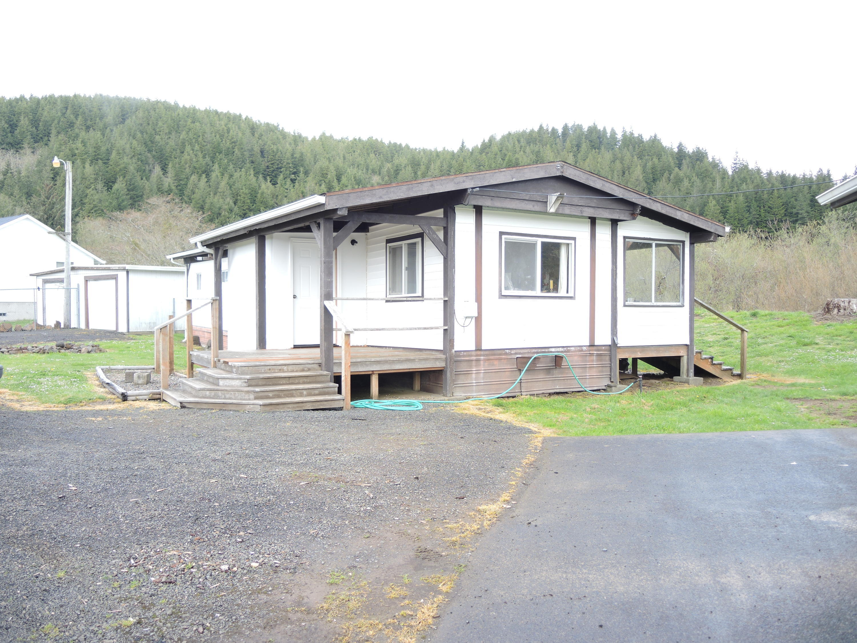 123 S Gorton Rd, Lincoln City, OR 97367 - street side