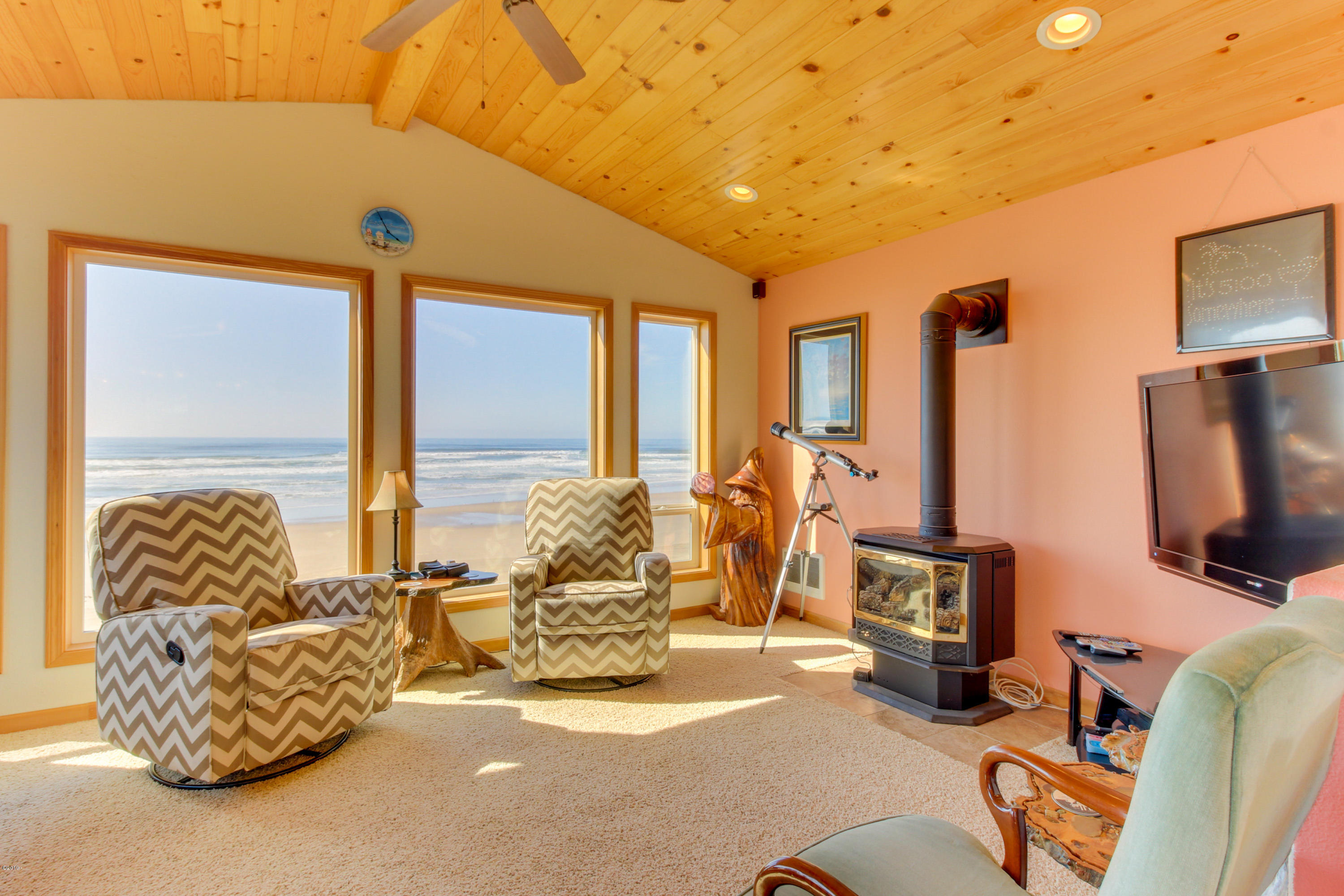 5362 SW Pacific Coast Hwy, Waldport, OR 97394