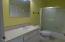 833 SW 13th St, #1, Newport, OR 97365 - Guest bath