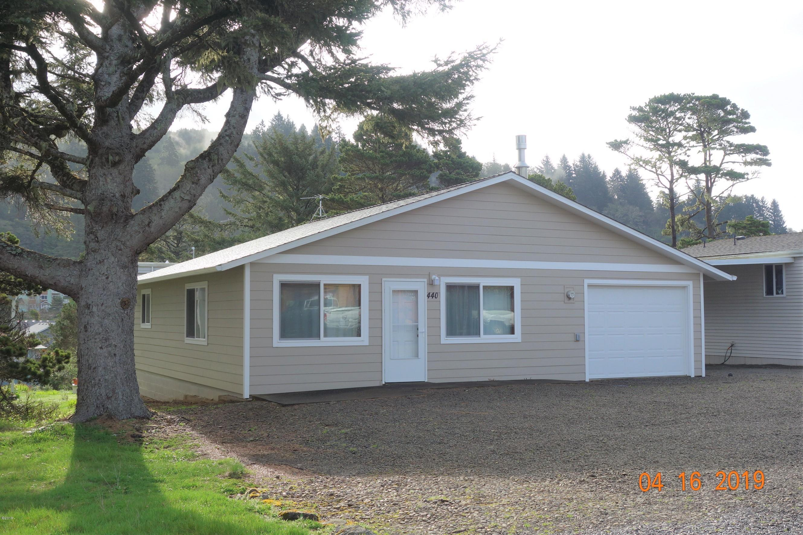 440 Siletz Ave, Depoe Bay, OR 97341