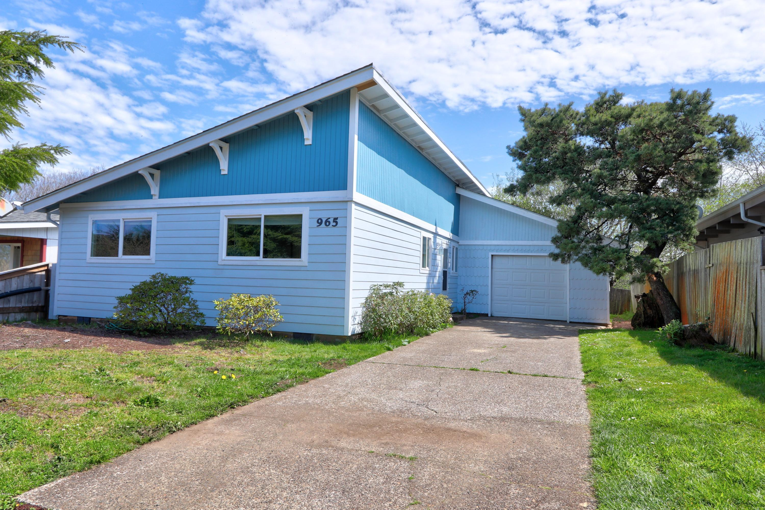 965 SE Ball Blvd, Waldport, OR 97394 - Front of house