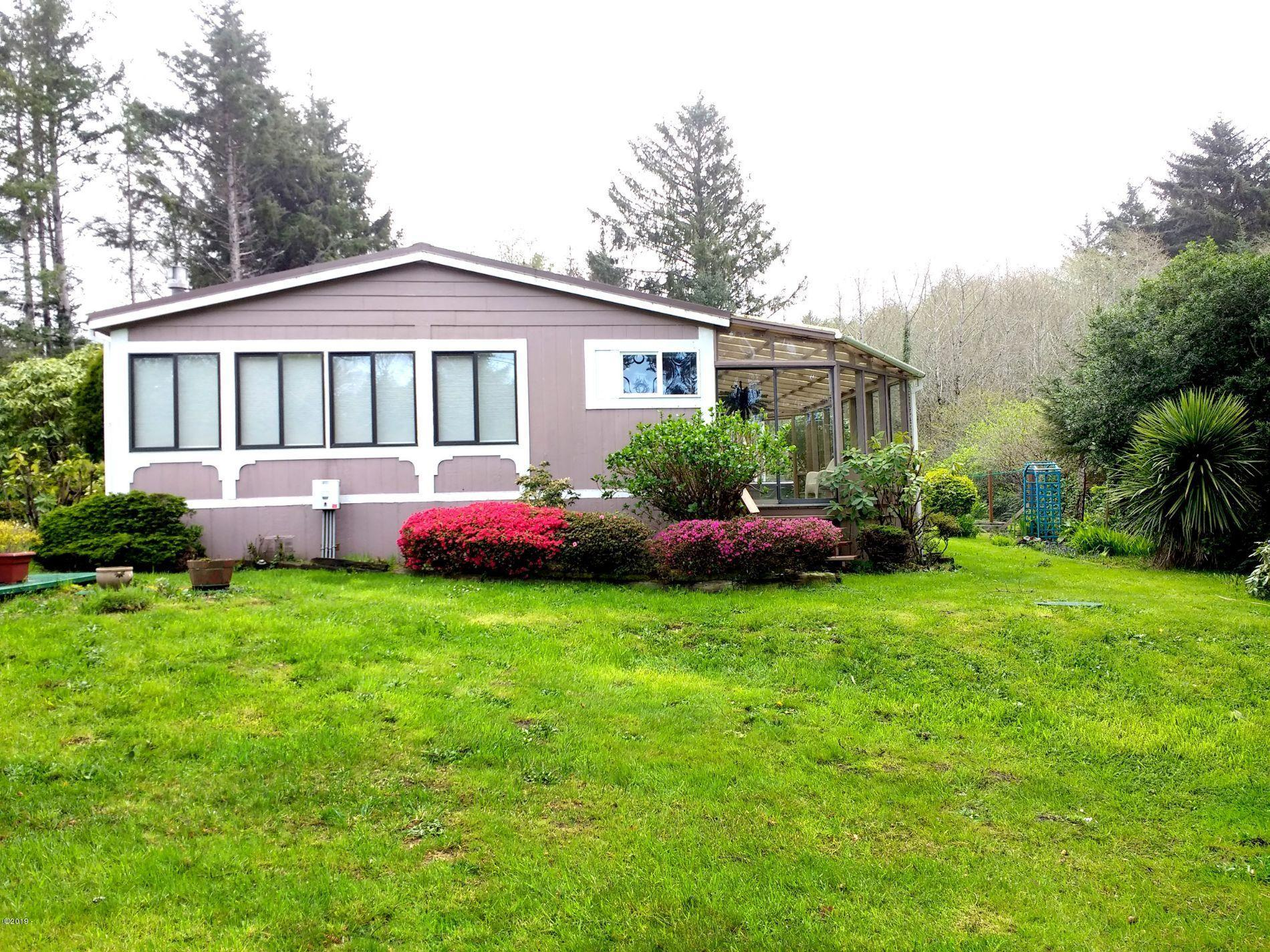 54 NE Starr Creek Dr, Yachats, OR 97498 - front
