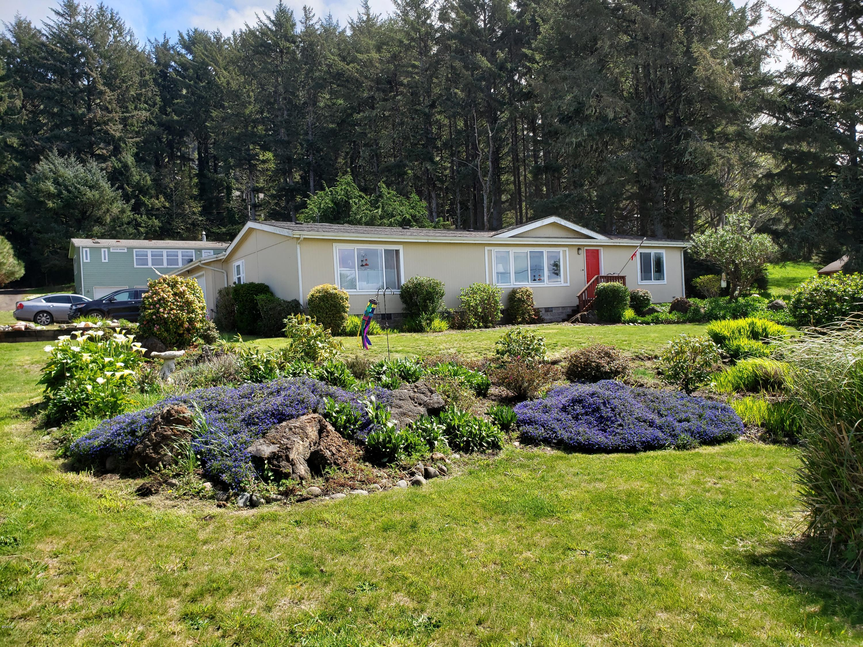 1139 King St, Yachats, OR 97498 - Front facing hwy