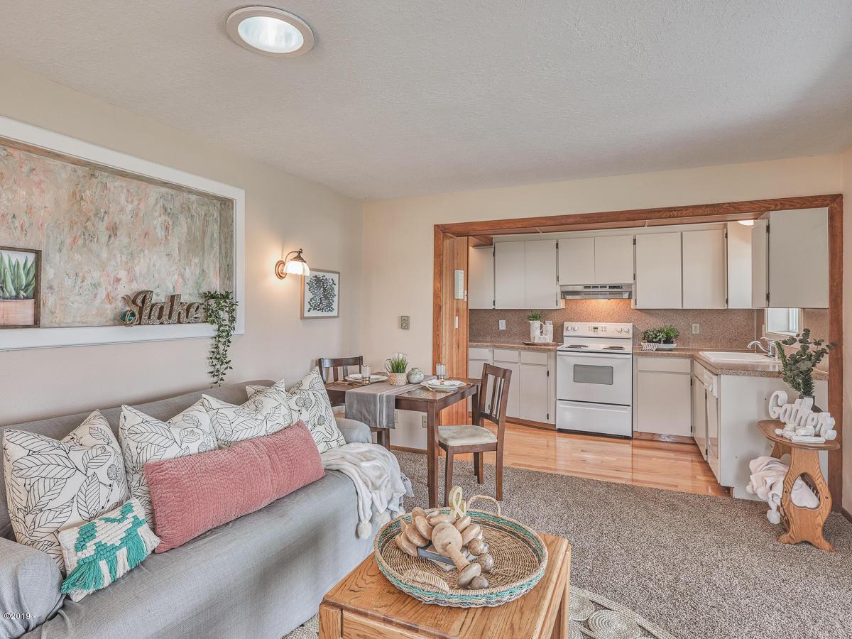 901 NE Lake Dr, Lincoln City, OR 97367 - Living Room/Kitchen