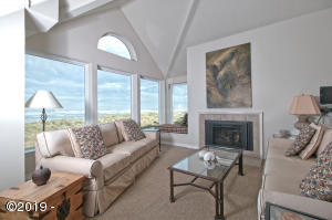 5956 SW Cupola Dr, Newport, OR 97366 - Living Area
