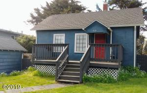 824 SW 9th St, Lincoln City, OR 97367 - Front of the home