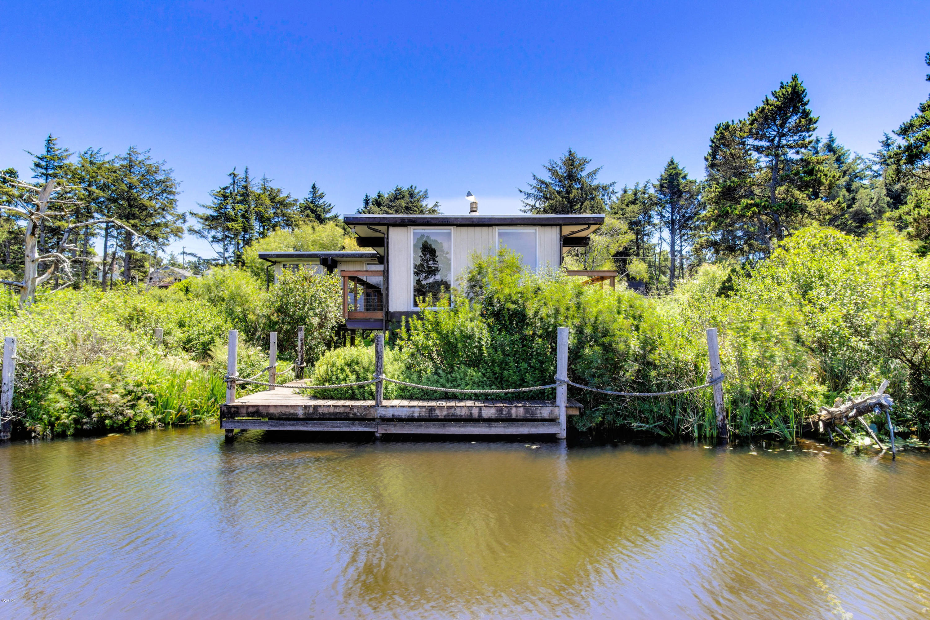 1327 SE 2nd Ct., Lincoln City, OR 97367 - Waterfront Exterior