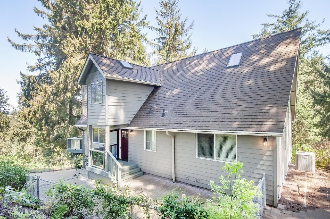 8385 NE Ridgecrest Ct, Otis, OR 97368