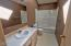 525 SE 4th St, Newport, OR 97365 - Bath up