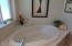 1140 SW Sailfish Loop, Waldport, OR 97094 - Master bath rub