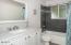 5780 Hacienda Ave, Gleneden Beach, OR 97388 - Upstairs Bath (1280x850)