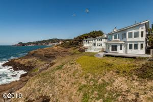 440 SW Pine Ct, Depoe Bay, OR 97341