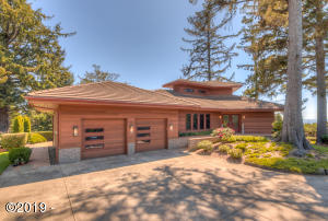 835 NW Highland Cir, Waldport, OR 97394 - Front View/Entryway