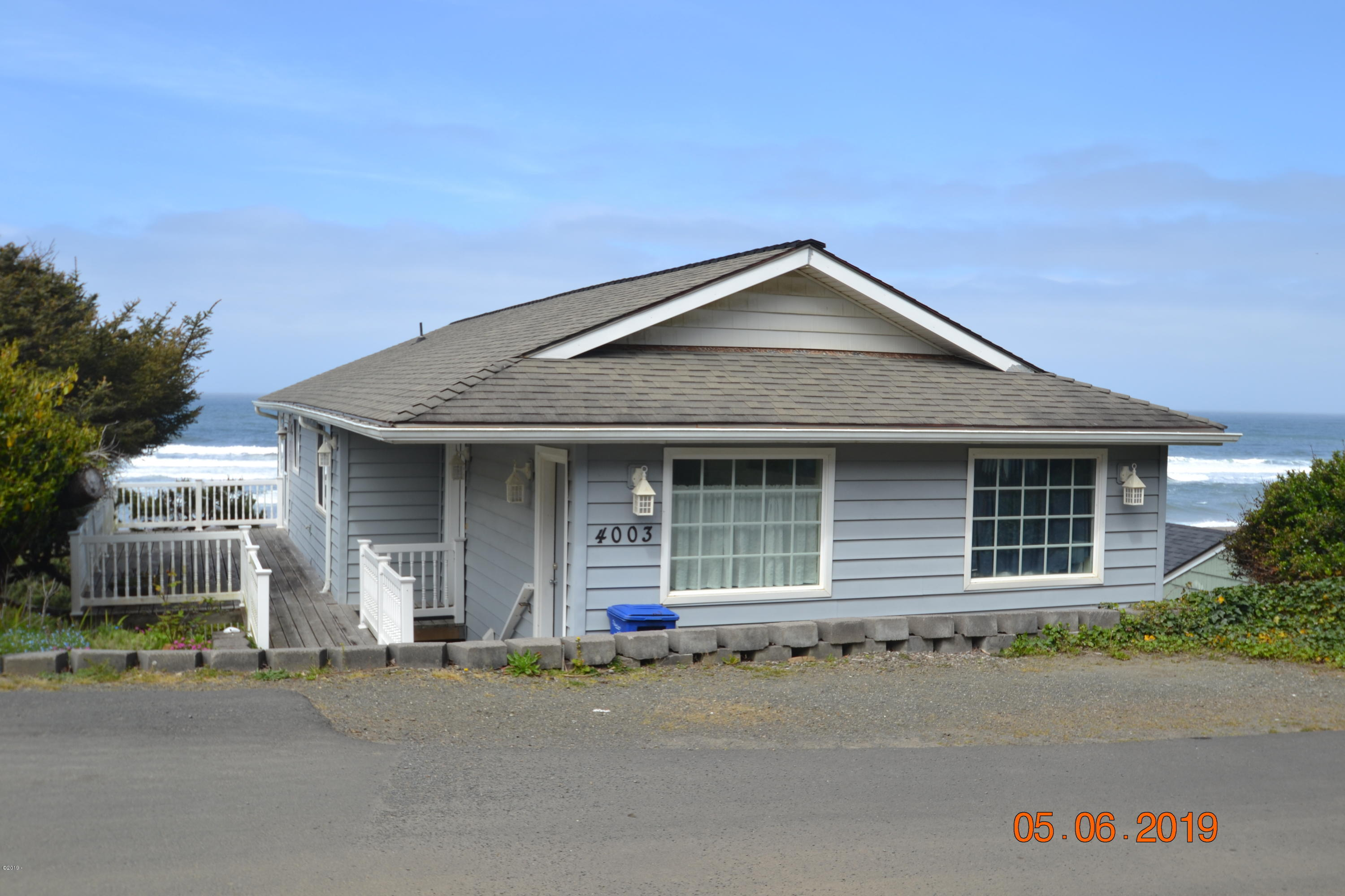 4003 Lincoln Ave, Depoe Bay, OR 97341