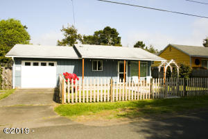 6524 SW Harbor Ave, Lincoln City, OR 97367 - Front view