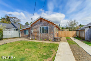 6824 SW Fleet Ave, Lincoln City, OR 97367 - Bay Cottage