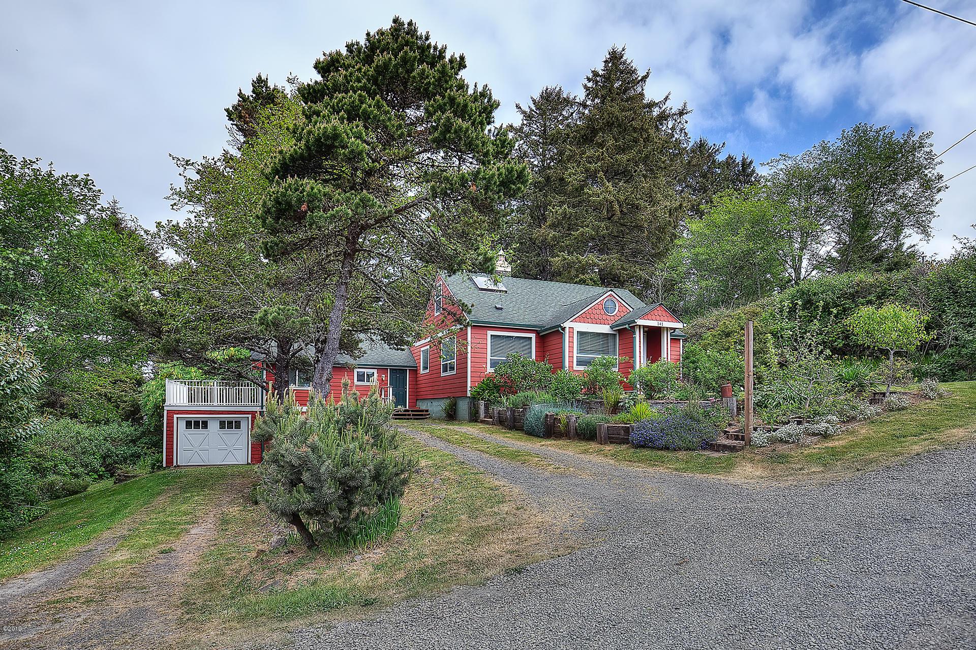 141 Ne 57th Street, Newport, OR 97365 - Victorian Farmhouse