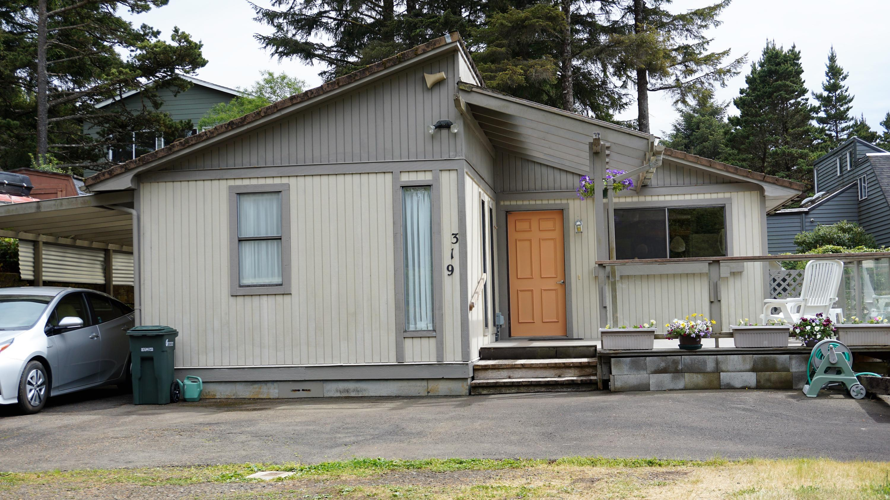 319 NW 26th St, Newport, OR 97365