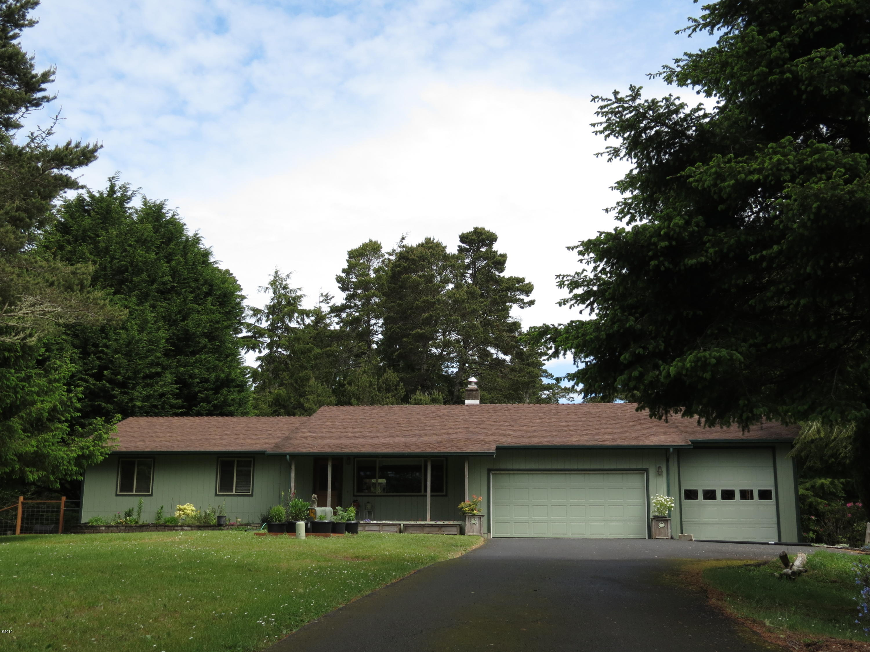 622 NW Cross St, Seal Rock, OR 97376