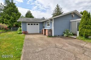 960 SE Ball Blvd, Waldport, OR 97394 - Front of House