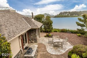 24 Marsh Ln, Gleneden Beach, OR 97388