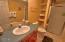 96 NW 33rd Pl, C, Newport, OR 97365 - Lower full bath