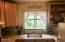 511 SE Inlet Ave, Lincoln City, OR 97367 - Cozy Kitchen