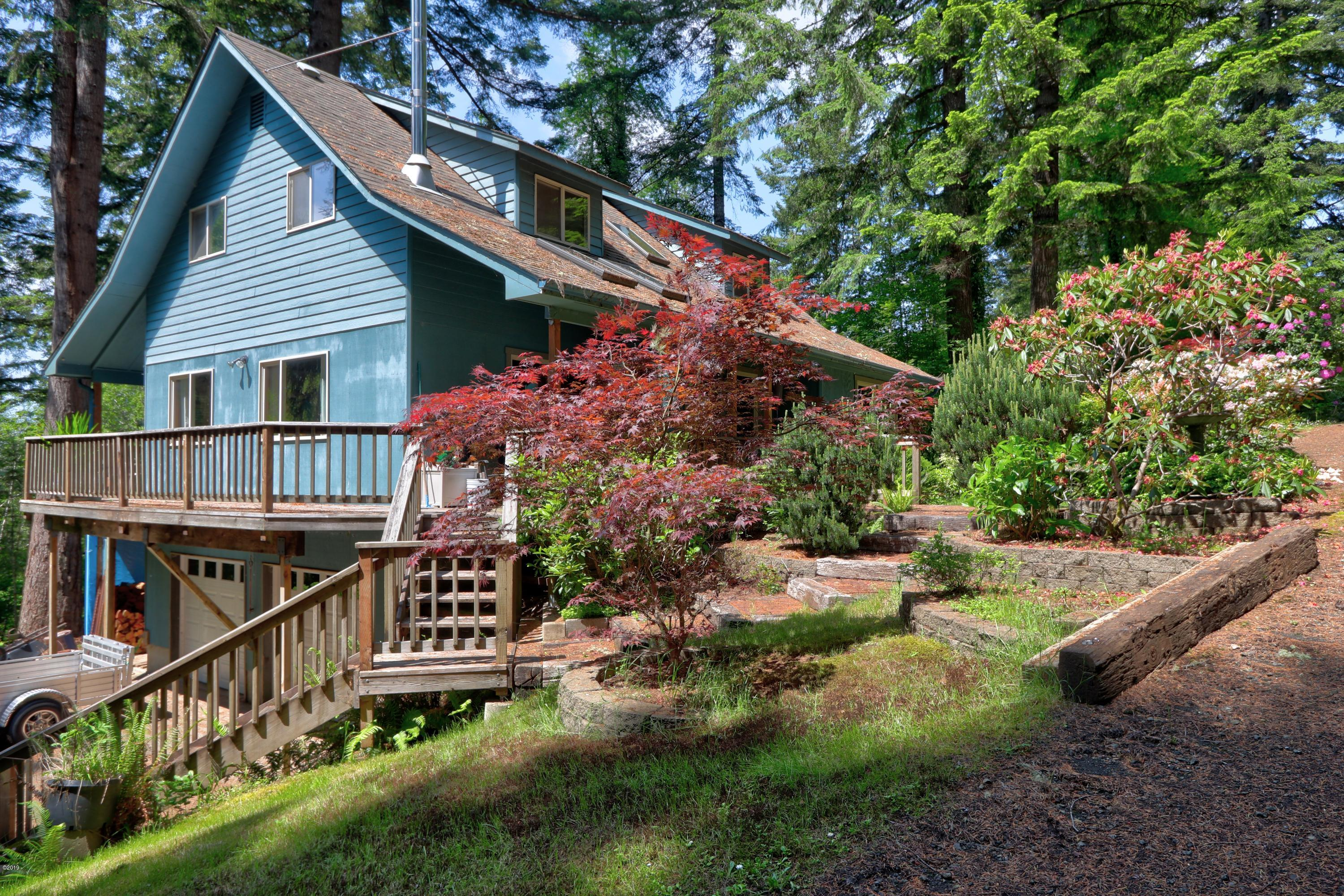 1435 NE Wagon Rd, Toledo, OR 97391 - Home and Deck