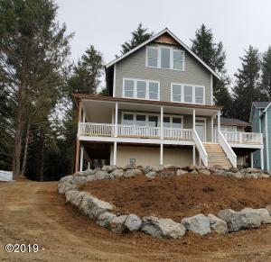 2142 SW Coast Ave, Lincoln City, OR 97367 - Front with landscaping rocks