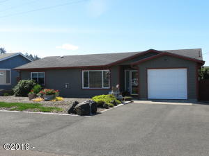 1905 NW Mackey St, Waldport, OR 97394 - Front Exterior