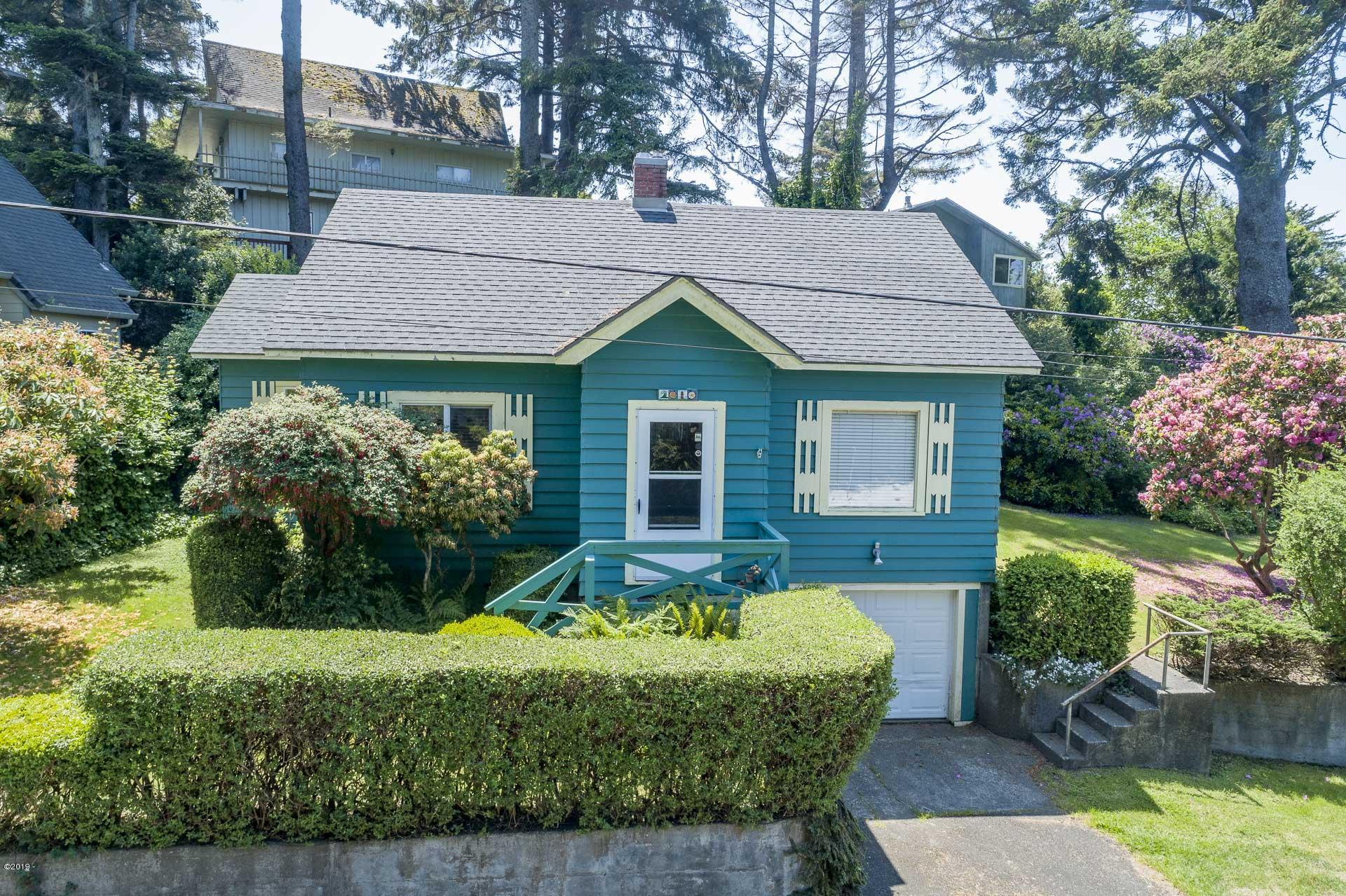 2010 NW 33rd St, Lincoln City, OR 97367 - Front